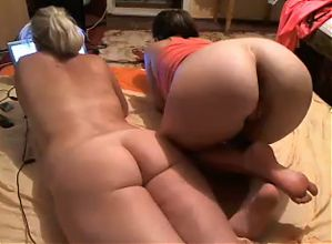 Jerk off on 2 girls while they surf the web!