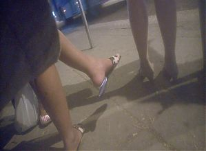 Candid feet on bus stop - brazilian - faceshot